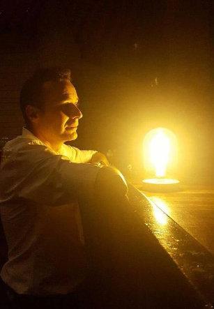 Avilés. La luz que nunca se apaga, un relato de Carlos Fidalgo