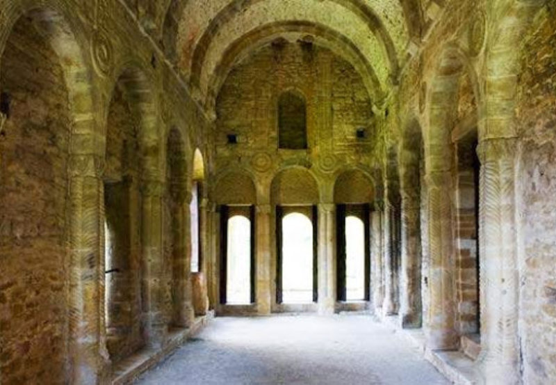 Interior Iglesia Santa María del Naranco, Oviedo