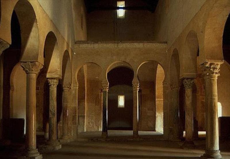 Interior de San Miguel de la Escalada