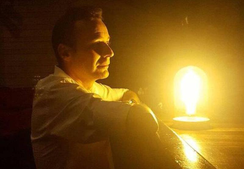 La luz que nunca se apaga, Carlos Fidalgo
