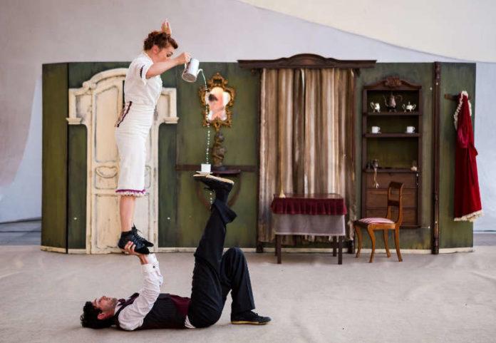 Cirkofonic, Tea Time y acrobacias