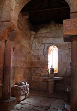 Interior Ermita de Santa María Quintanillas de la Viñas, Burgos.