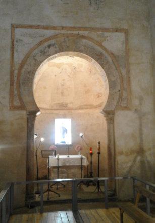Interior de la Iglesia Santiago de Peñalba