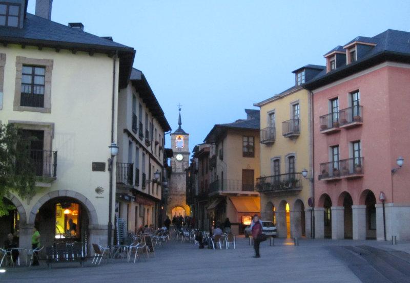 Puerta del Reloj vista desde la Plaza Mayor Ponferrada