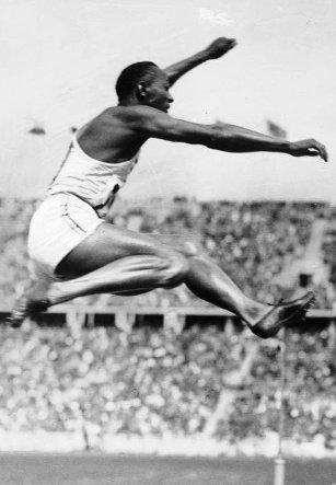 Berlin Jesse Owens en el salto de longitud