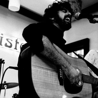 El cantante Jesús Albarrán durante un concierto. Foto: Fiama Cabrera