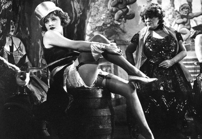 Marlene Dietrich Escena de El Angel Azul Josef von Sternberg