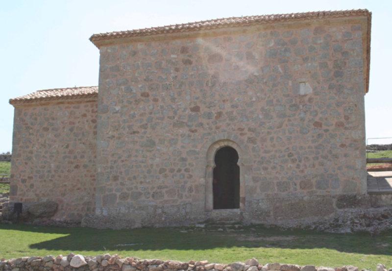 Otra vista del exterior de la Ermita de San Baudelio de Berlanga
