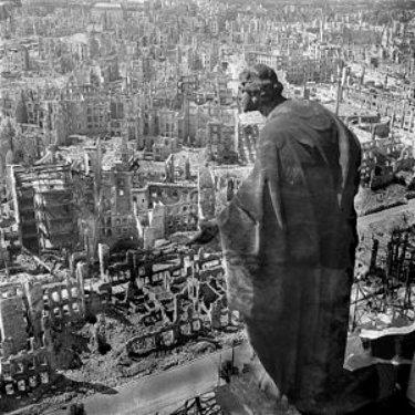 Dresde bombardeado. Fotografía icónica de Richard Peter.