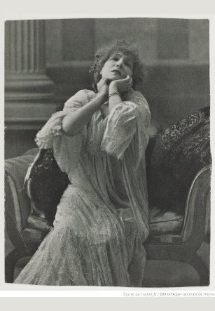 Sarah Bernhardt en La dama de las camelias. Representación teatral de 1882. Archivo de la Biblioteca Nacional de Francia.